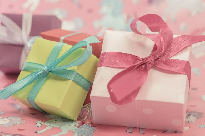 gift-553124_1920